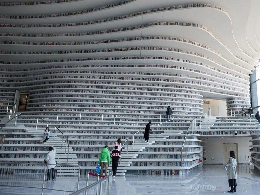 ¡El paraíso de los lectores! Una biblioteca que parece una enorme cascada de libros