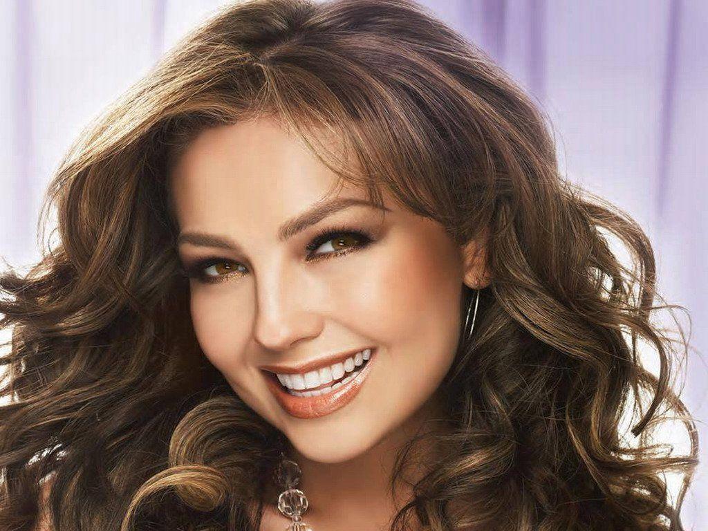 Thalía sorprende internet al compartir una foto sin una gota de maquillaje