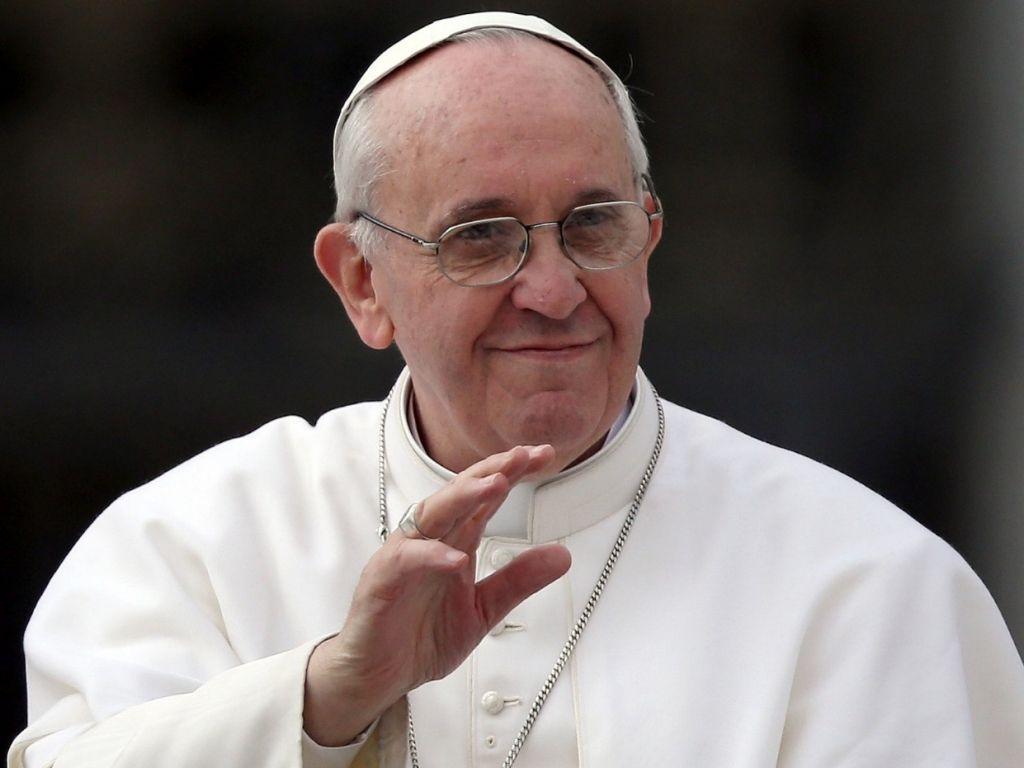 Francisco aseguró su ferviente oración por los tripulantes del submarino desaparecido
