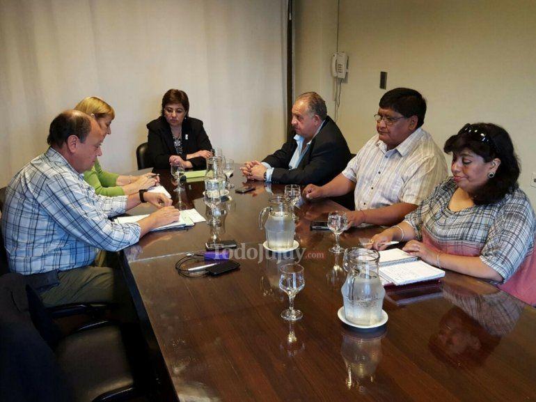 El Gobierno y los gremios docentes se reúnen en Educación
