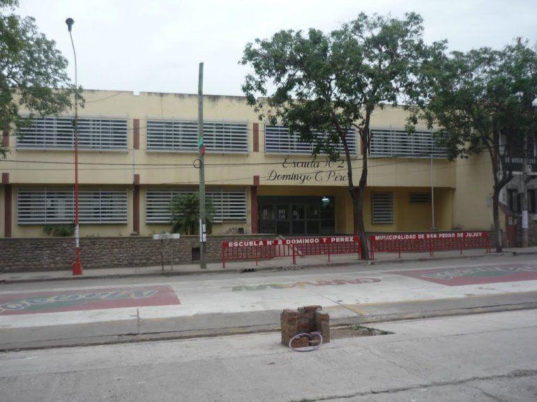 Padres toman la escuela donde trabaja el docente acusado y se suman otras dos denuncias
