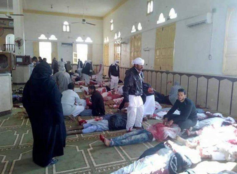 Un feroz ataque a una mezquita en Egipto deja 184 muertos