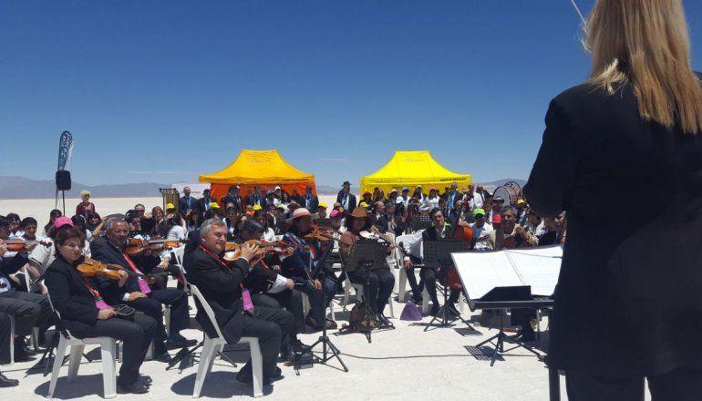 ¡Espectacular! una función del Colón en las Salinas Grandes: sinfónica, artistas y paisaje