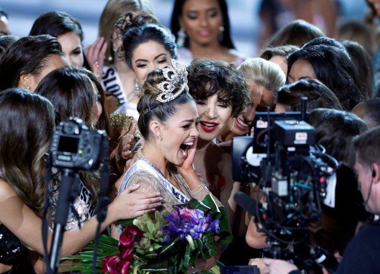La sudafricana Demi-Leigh Nel-Peter fue coronada como la nueva Miss Universo