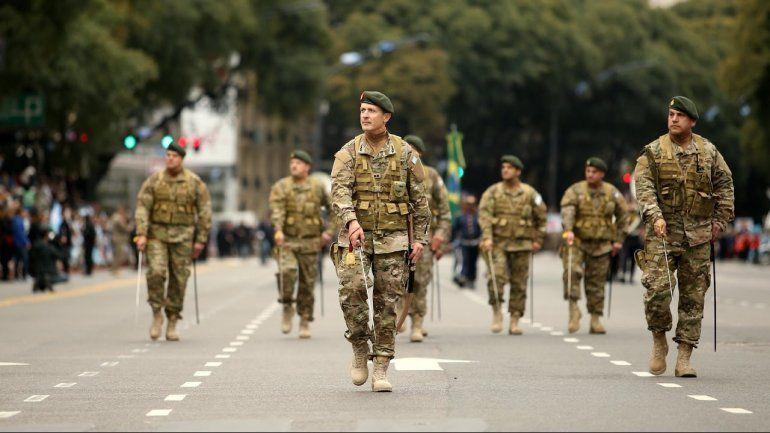 Preparan una reestructuración de las fuerzas armadas y cambiarán a los jefes militares