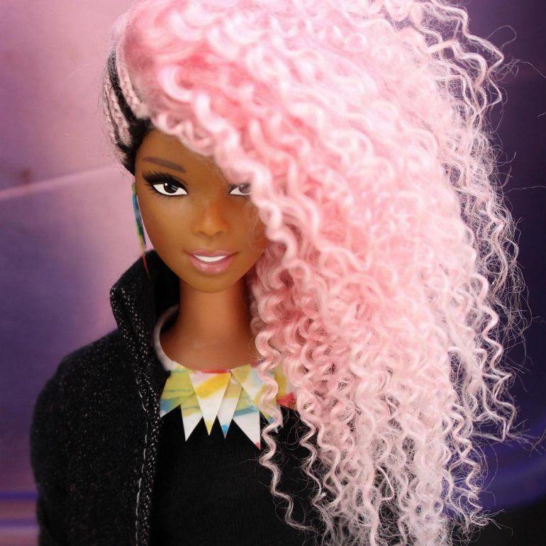 Un artista brasileño se convierte en el estilista de Barbies