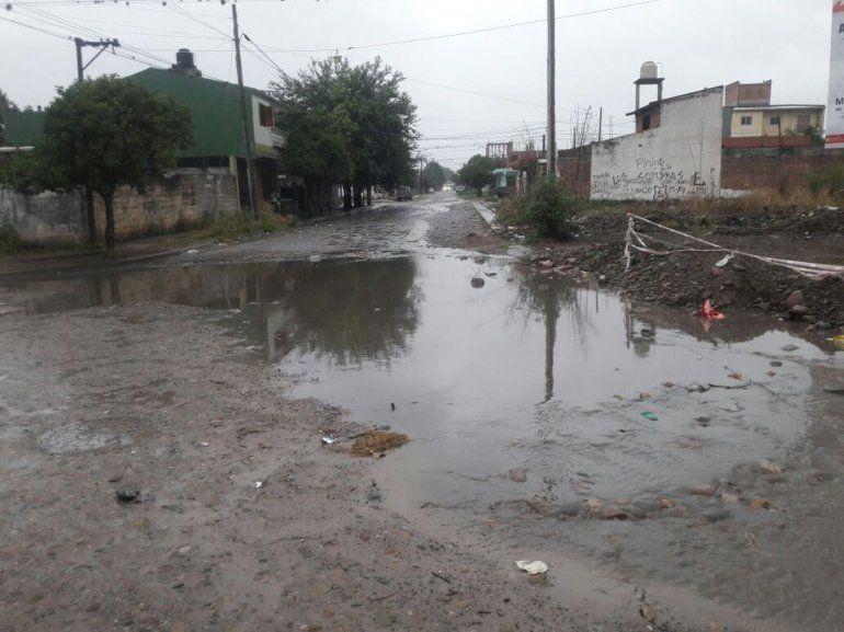 No me gusta Jujuy cuando llueve: cruzar las calles, una aventura con final incierto