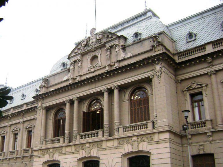 Día del Empleado Público: el próximo viernes no habrá actividad en la Administración Central del Estado