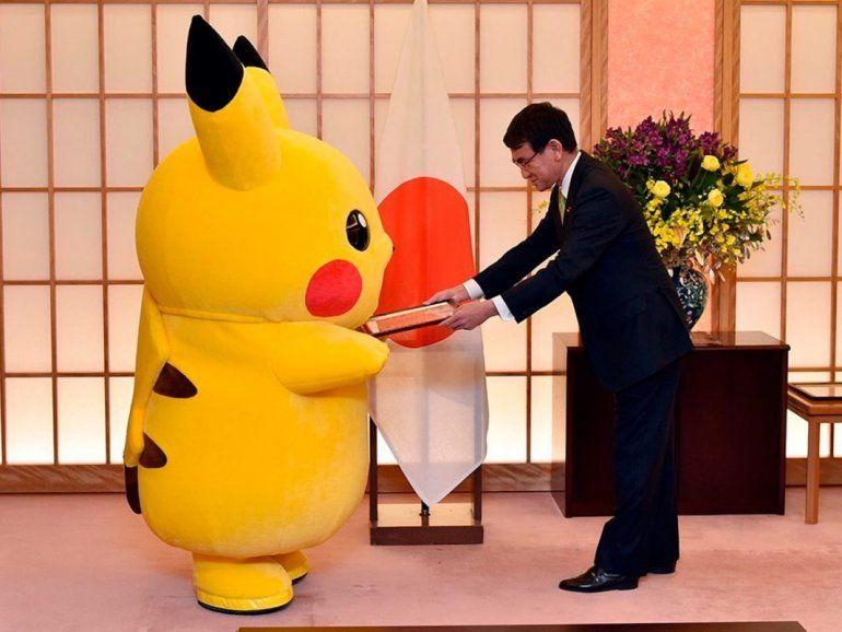 Pikachu fue nombrado embajador cultural por el ministro de Asuntos Exteriores de Japón