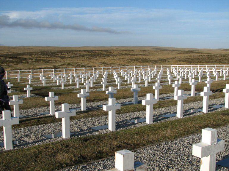 Lograron identificar 88 tumbas de soldados caídos en Malvinas