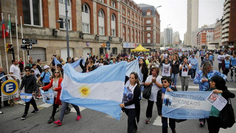 Familiares de los tripulantes del ARA San Juan marcharon por Mar del Plata