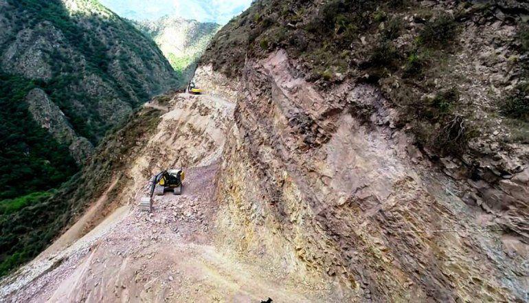 Avanzan las obras en el camino que unirá la Quebrada con las Yungas