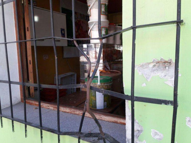 Forzaron las rejas de una fiambrería y robaron más de 30 mil pesos en mercadería