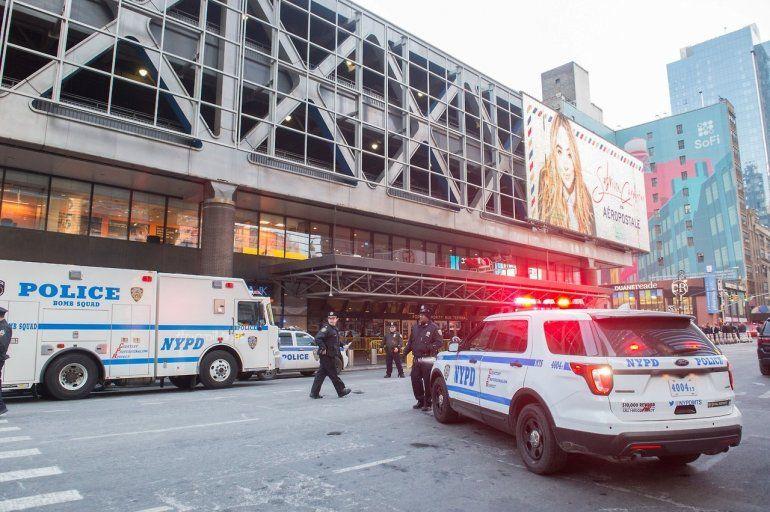 Atentado en una terminal de Nueva York: un explosivo detonó en un pasillo