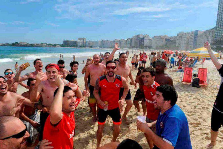 Los hinchas de Independiente coparon Río, que se tiñó de rojo antes de la final