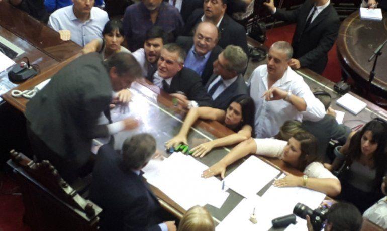 Reforma Previsional: levantaron la sesión tras un escándalo y el pedido de la diputada Carrió