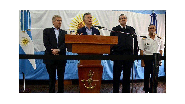 Macri junto al ministro de Defensa y Jefe de la Armada