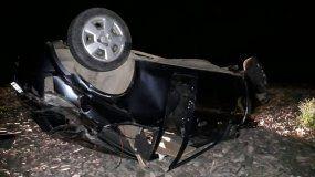 Accidente fatal en Los Alisos: volcó un auto, murieron dos jóvenes y hay dos heridas