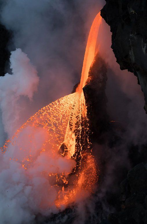 Un chorro de lava en Kalapana
