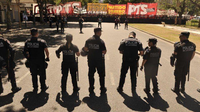 Los policías no podrán usar armas de fuego en las marchas por la Reforma Previsional