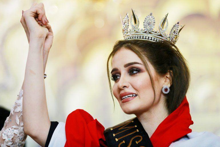 Miss Irak es amenazada de muerte por hacerse una selfie con Miss Israel