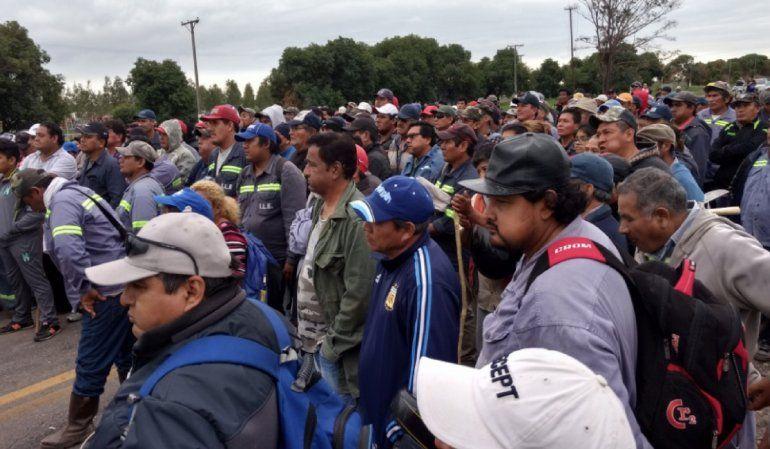 En el tercer día de corte, la policía desalojó a los obreros de La Esperanza y hubo incidentes