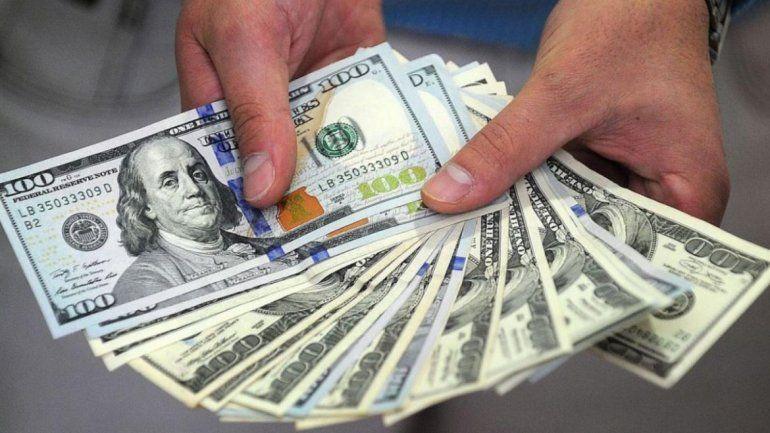 En un sube y baja: el dólar volvió a subir y llegó oficialmente a $19,20