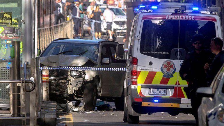 Un auto embistió a una multitud en Australia y dejó 14 heridos, de los cuales 6 están graves