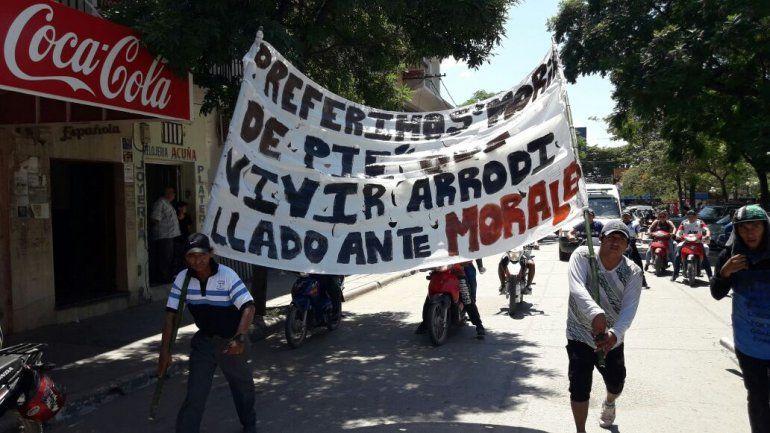 Trabajadores del Ingenio La Esperanza marcharon pacíficamente y pidieron reunirse con el fiscal