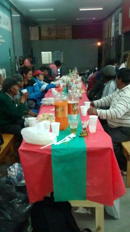 Cenaron juntos y hasta hubo cambio de look: personas en situación de calle vivieron una navidad diferente