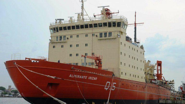 Con homenaje a los 44 tripulantes del ARA San Juan zarpó hacia la Antártida el rompehielos Irízar