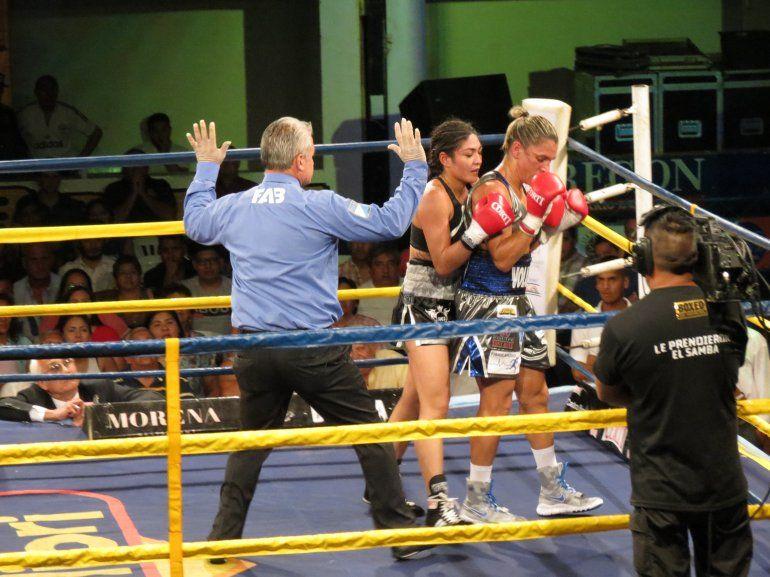 Mirá las fotos de la pelea de la Pumita Carabajal frente a la brasilera Rose La Reina