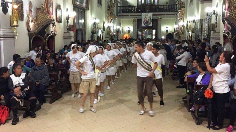 Encuentro de Pesebres: la lluvia trasladó la fiesta al interior de la Catedral