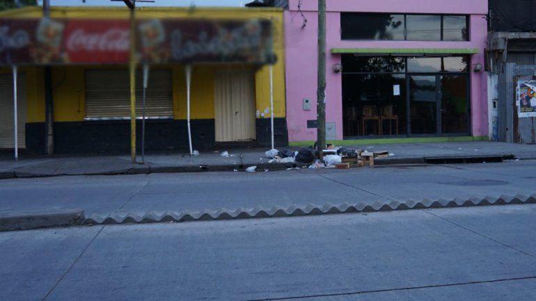 Quejas vecinales por basura en la Av. Alte Brown y poca consideración de los comerciantes
