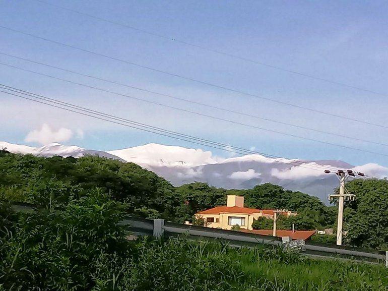 En pleno verano, San Salvador amaneció con sus cerros nevados