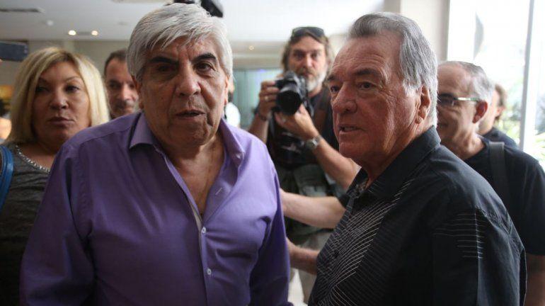 Alarma una nueva transferencia de OCA a Moyano por mas de 7 millones de pesos
