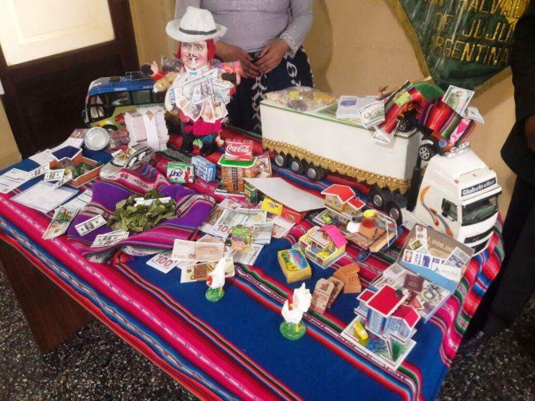 Feria de Alasita: la creencia ancestral de comprar una miniatura y convertirla en realidad