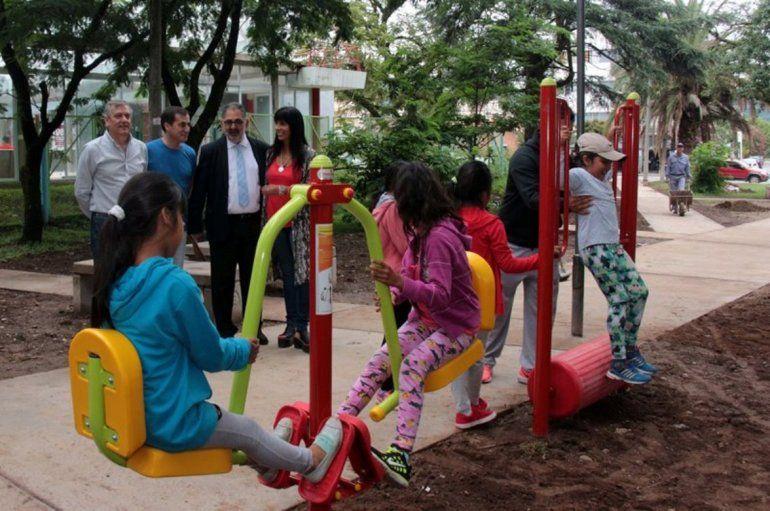 Inauguraron un nuevo gimnasio urbano en el parque San Martín