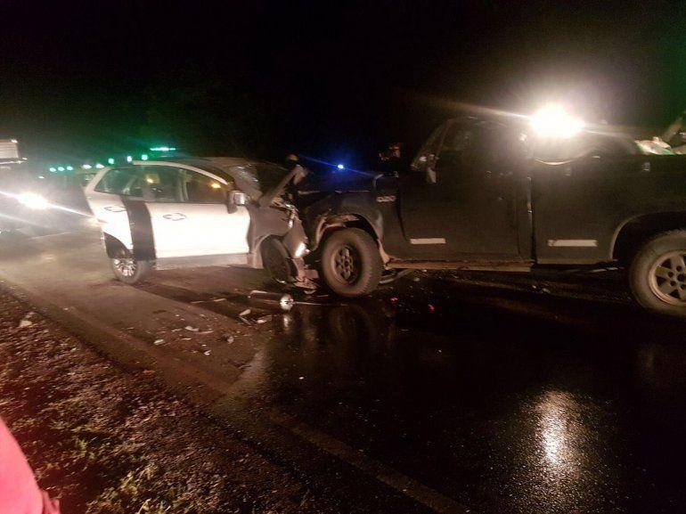 Chocaron dos camionetas: un muerto y 5 heridos, todos de Perico