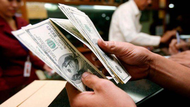 Subió el dólar en la Argentina después del lunes negro en Wall Street
