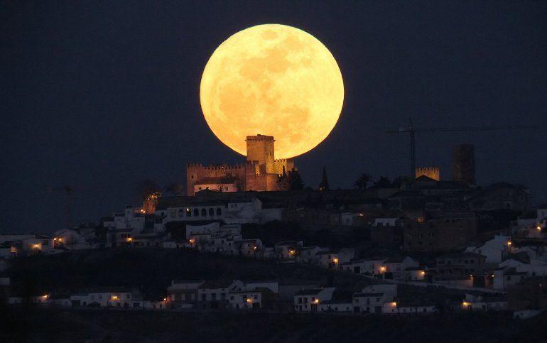 Un fenómeno espectacular: Superluna, luna azul y eclipse lunar coincidirán tras 152 años