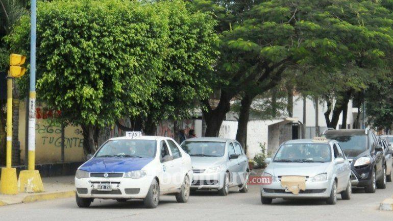 Representantes del transporte tradicional piden vetar ley de remises que viajan al interior