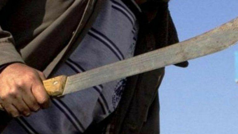 En una pelea de barrio un hombre sacó un machete e hirió de gravedad a otra persona