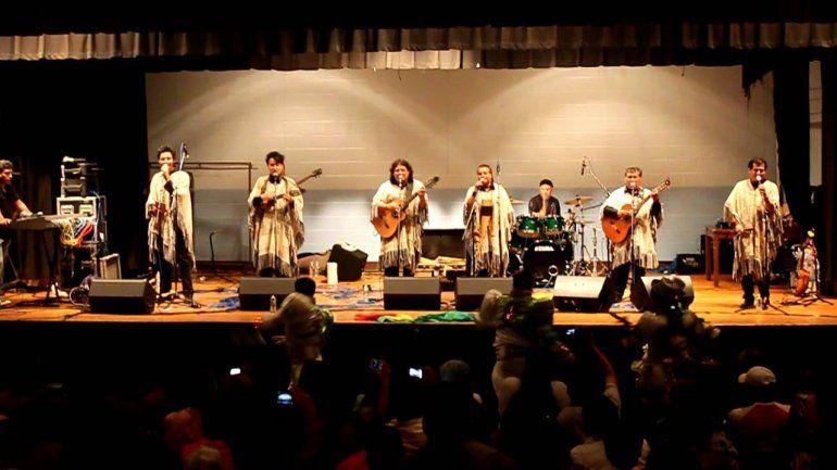 Los Kjarkas y Los Huayra en el Club Estudiantes de Humahuaca