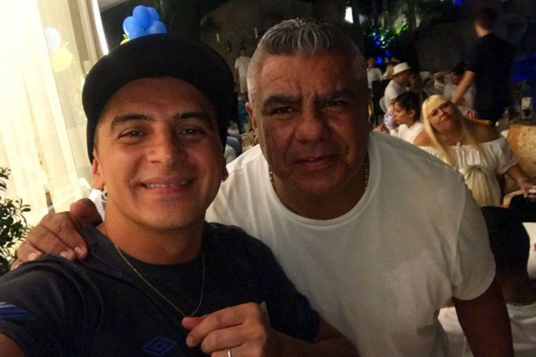 El presidente de la AFA estuvo en el cumpleaños de Tevez tras la polémica