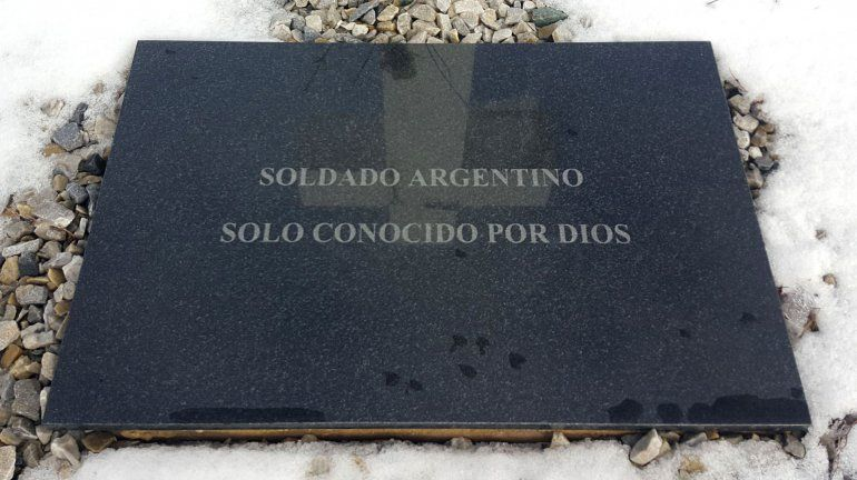 Malvinas: familiares de los soldados viajarán a colocar placas en sus tumbas