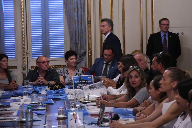 Macri se reunió con familiares y anunció una recompensa millonaria para quien encuentre el ARA San Juan