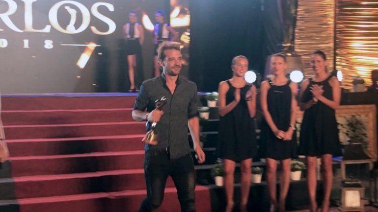 ¡No ganó y se enojo! Pedro Alfonso devolvió la Mención Especial de los Premios Carlos