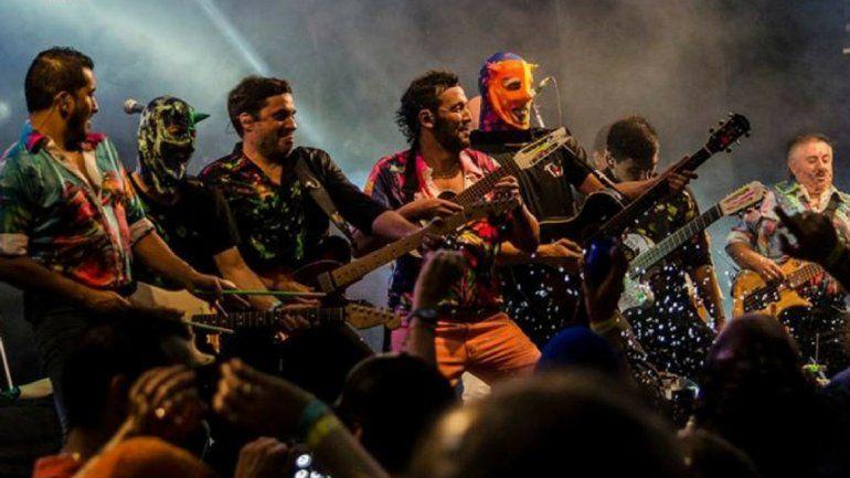 De la mano de Los Tekis, comenzó oficialmente el carnaval: rotundo éxito en la primera noche de fiesta en Ciudad Cultural