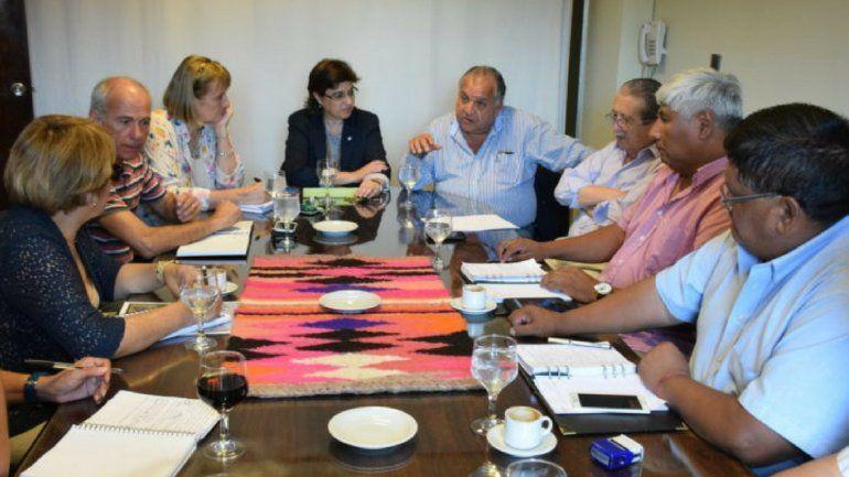 A diez días de la próxima reunión entre el Gobierno y gremios docentes, no hay números todavía